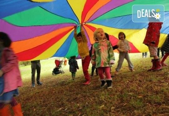 Да танцуваме на воля! Състезателни спортно-музикални игри за деца и дискотека (за възраст от 4 г. до 12 г.), до 10 деца в група в Детски център ДЕТЕгледане - Снимка 10