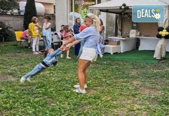 Да танцуваме на воля! Състезателни спортно-музикални игри за деца и дискотека (за възраст от 4 г. до 12 г.), до 10 деца в група в Детски център ДЕТЕгледане - Снимка 3