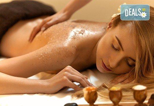 Гръб или цяло тяло! СПА терапия Шампанско и ягоди или Шоколад, релаксиращ кралски масаж, нежен пилинг с натурален ексфолиант и бадемово масло в Wellness Center Ganesha - Снимка 1
