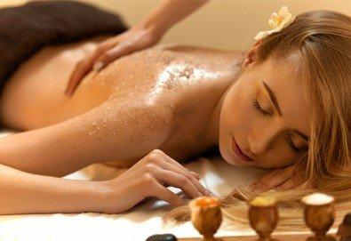 Гръб или цяло тяло! СПА терапия Шампанско и ягоди или Шоколад, релаксиращ кралски масаж, нежен пилинг с натурален ексфолиант и бадемово масло в Wellness Center Ganesha - Снимка