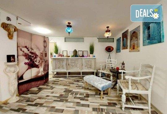 Гръб или цяло тяло! СПА терапия Шампанско и ягоди или Шоколад, релаксиращ кралски масаж, нежен пилинг с натурален ексфолиант и бадемово масло в Wellness Center Ganesha - Снимка 11