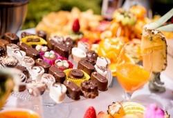 Сет Сладко изкушение със 100, 150 или 200 сладки хапки от H&D catering - Снимка