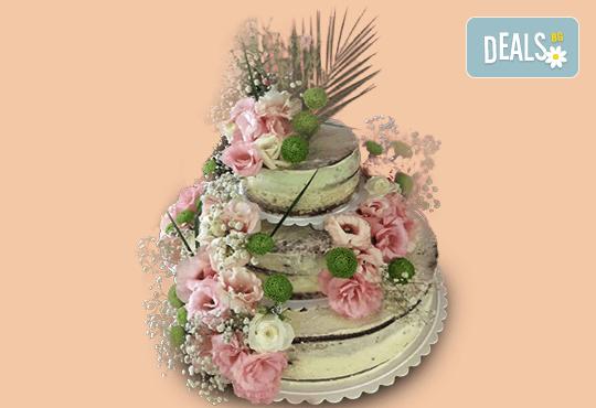 За Вашата сватба! Красива сватбена торта Винтидж с открити блатове и декорирация истински цветя, предоставени от младоженците, Сладкарница Джорджо Джани! - Снимка 1