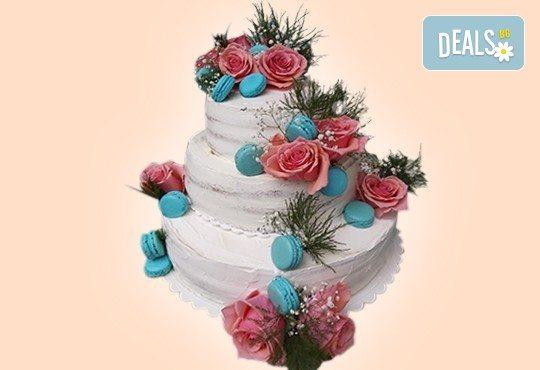 За Вашата сватба! Красива сватбена торта Винтидж с открити блатове и декорирация истински цветя, предоставени от младоженците, Сладкарница Джорджо Джани! - Снимка 2