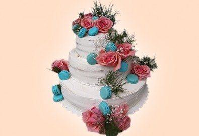 За Вашата сватба! Красива сватбена торта Винтидж с открити блатове и декорирация истински цветя, предоставени от младоженците, Сладкарница Джорджо Джани! - Снимка