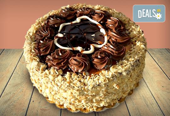 Шоколад и филирани ядки! Шоколадова торта Кралска от майстор-сладкарите на Сладкарница Джорджо Джани - Снимка 1