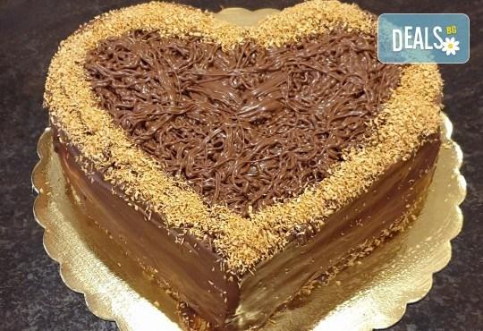 Торта Шоколадово сърце с 8, 12 или 16 парчета от Сладкарница Джорджо Джани - Снимка 3
