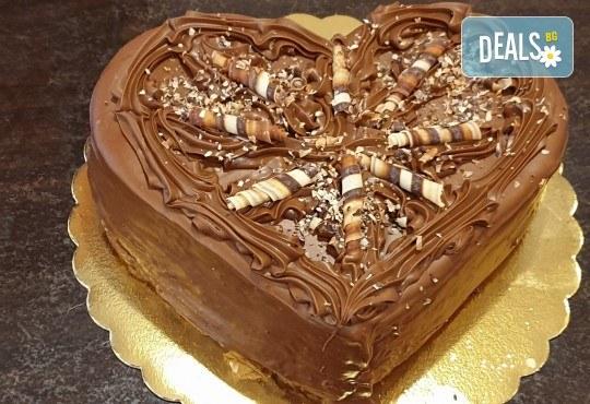 Торта Шоколадово сърце с 8, 12 или 16 парчета от Сладкарница Джорджо Джани - Снимка 1