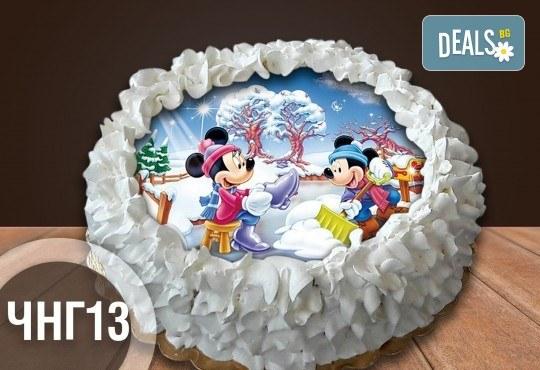 Коледно-новогодишна торта с 12 парчета с крем и какаови блатове + коледна снимка или снимка на клиента, от Сладкарница Джорджо Джани - Снимка 11