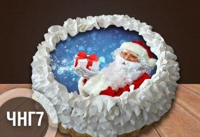 Коледно-новогодишна за Коледа и Нова година! Торта с 8 парчета с крем и какаови блатове + коледна снимка или снимка на клиента, от Сладкарница Джорджо Джани - Снимка