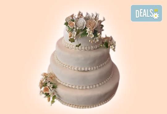 За Вашата сватба! Бутикова сватбена торта с АРТ декорация от Сладкарница Джорджо Джани - Снимка 25