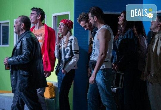 Комедия на 23.10. (събота) Очите на милиони театрална постановка - реалити шоу в Малък градски театър Зад канала - Снимка 3