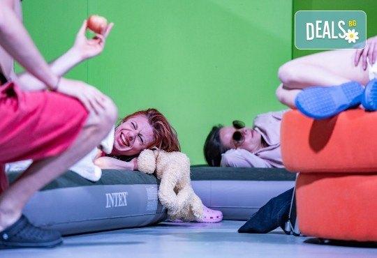 Комедия на 23.10. (събота) Очите на милиони театрална постановка - реалити шоу в Малък градски театър Зад канала - Снимка 6