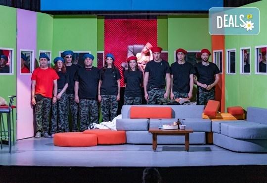 Комедия на 23.10. (събота) Очите на милиони театрална постановка - реалити шоу в Малък градски театър Зад канала - Снимка 7