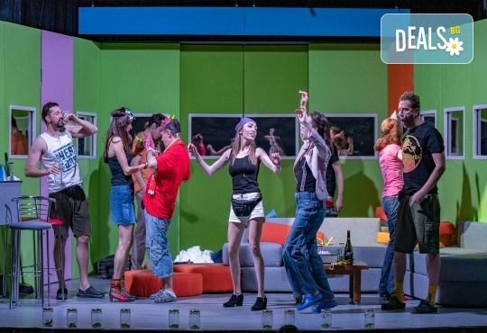 Комедия на 23.10. (събота) Очите на милиони театрална постановка - реалити шоу в Малък градски театър Зад канала - Снимка 9