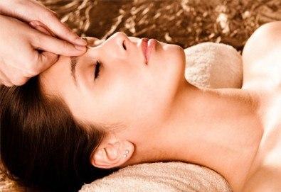 Мануално почистване на лице, маска според типа кожа, козметичен масаж, дарсонвал и нанасяне на крем в Салон за красота АБ - Снимка