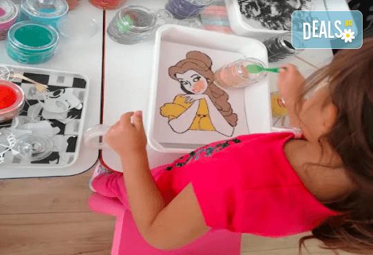 Оцветяване на детски картини с пясък (за възраст от 3 г. до 10 г.), до 8 деца в група в Детски център ДЕТЕгледане - Снимка 4