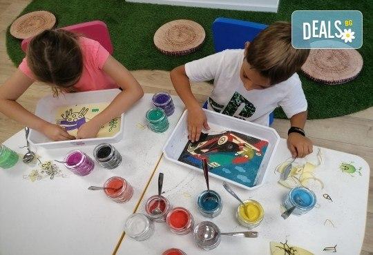 Оцветяване на детски картини с пясък (за възраст от 3 г. до 10 г.), до 8 деца в група в Детски център ДЕТЕгледане - Снимка 3