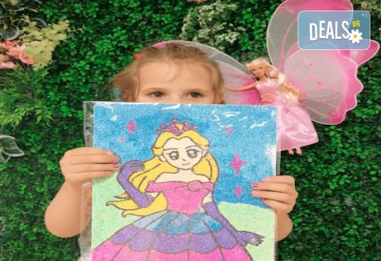 Оцветяване на детски картини с пясък (за възраст от 3 г. до 10 г.), до 8 деца в група в Детски център ДЕТЕгледане - Снимка 5