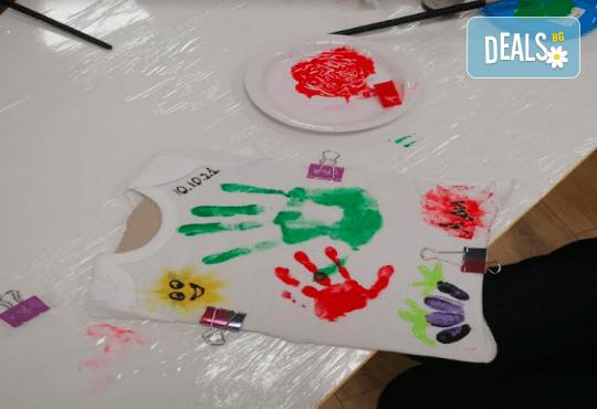 Рисуване върху тениска/боди с ръце (за възраст от 10 месеца до 8 г.), до 8 деца в група в Детски център ДЕТЕгледане - Снимка 14