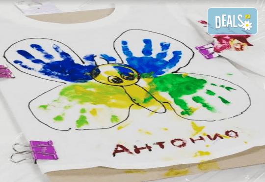 Рисуване върху тениска/боди с ръце (за възраст от 10 месеца до 8 г.), до 8 деца в група в Детски център ДЕТЕгледане - Снимка 4