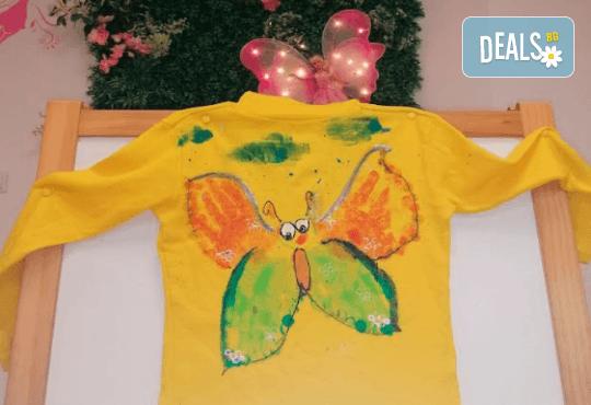 Рисуване върху тениска/боди с ръце (за възраст от 10 месеца до 8 г.), до 8 деца в група в Детски център ДЕТЕгледане - Снимка 1