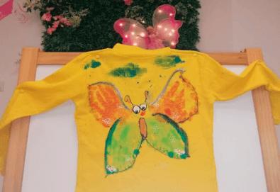 Рисуване върху тениска/боди с ръце (за възраст от 10 месеца до 8 г.), до 8 деца в група в Детски център ДЕТЕгледане - Снимка