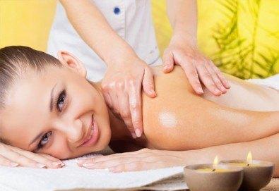 Подарък за Нея! Дълбокотъканен масаж на гръб, врат, рамене и кръст с горещо масло портокал, мед или магнезий за масажи в Салон за красота Вили - Снимка
