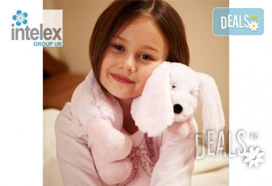 Плюшен нагряващ се Шал Зайче Cozy Wrap Bunny от Intelex - Снимка 2