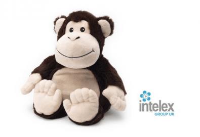 Плюшена нагряваща се Маймуна Cozy Plush Monkey от Intelex - Снимка