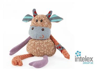 Плюшена нагряваща се Кравичка Warmies Cow от Intelex - Снимка