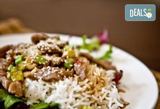 Вкусно и здравословно предложение! Ризото по избор със салата от домати и краставици от Delano Bar and Dinner! - Снимка 2
