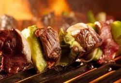 Ориенталски кебап с телешко, свинско и агнешко кълцано месце и гарнитура и палачинка по избор от Delano Bar and Dinner! - Снимка