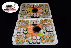 Насладете се на японска кухня! Вземете 120 суши хапки с пушена сьомга, филаделфия и розова херинга от Sushi Market! - Снимка