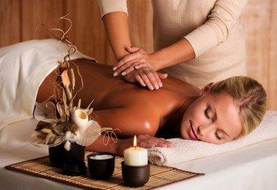 Детоксикиращ СПА пакет, включващ масажи по избор, ароматерапия, лимфодренаж, вана със соли или сауна в Холистик СПА! - Снимка