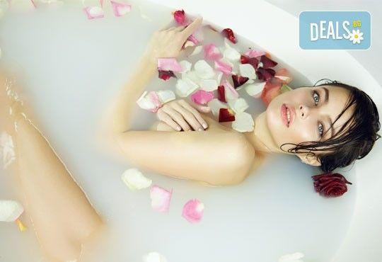 Детоксикиращ СПА пакет, включващ масажи по избор, ароматерапия, лимфодренаж, вана със соли или сауна в Холистик СПА! - Снимка 2