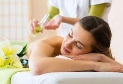 Отпуснете се и се отървете от напрежението! 3 процедури по 30 мин лечебен масаж на гръб в център Beauty and Relax, Варна - Снимка