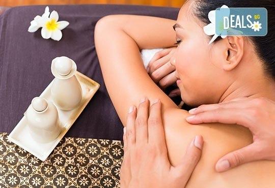 Отпуснете се и се отървете от напрежението! 3 процедури по 30 мин лечебен масаж на гръб в център Beauty and Relax, Варна - Снимка 3