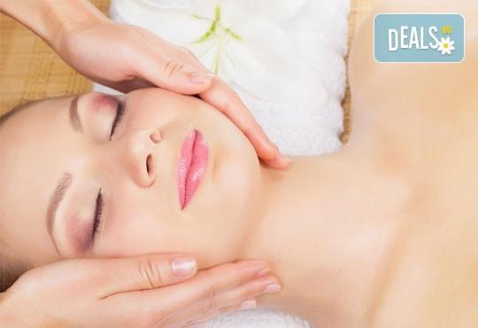Подмладете кожата си с терапия с хиалуронова киселина и бонус: козметичен масаж на лице в салон за красота Вили! - Снимка 3