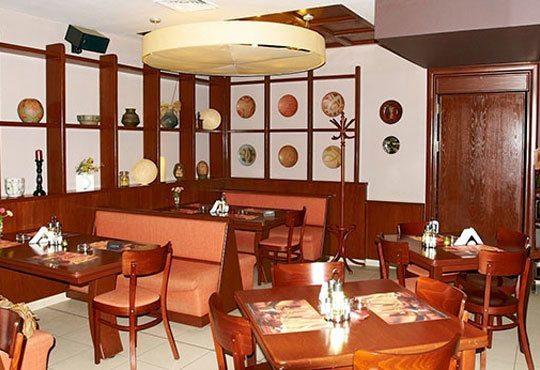 Обяд или вечеря в Пицарии Златна круша! Две големи тънки пици или три малки тънки пици - Снимка 3