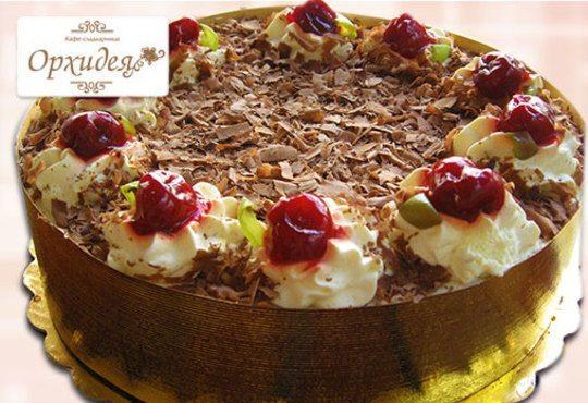 За сладки емоции! Торта Шварцвалд с черешово бренди, сладки череши и белгийски шоколад от Сладкарница Орхидея - Снимка 1