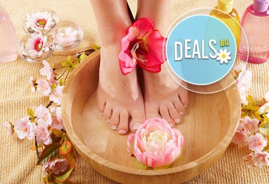 В цветовете на OPI! Арома педикюр с ароматни соли, пилинг, масаж на ходилата и маникюр в Салон за красота Miss Beauty - Снимка 2