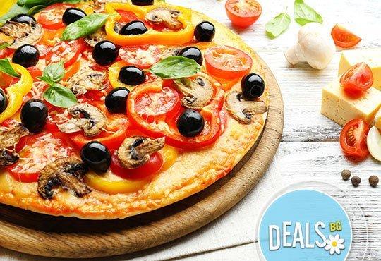 Вечеря за ДВАМА в италиански стил: ДВЕ пици (голяма и малка) от Ресторанти Златна круша - Снимка 3