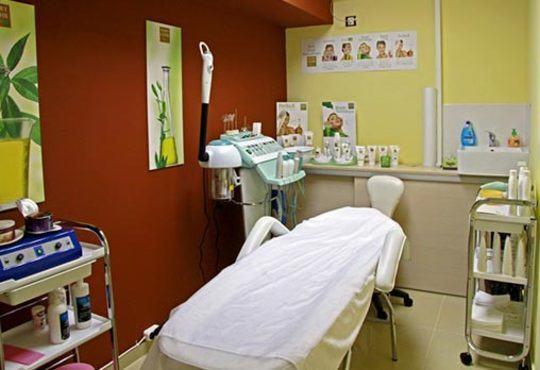 Подарете си антицелулитен масаж на 4 зони, вендузи и фолио със загряващ антицелулитен крем в студио Долче Вита - Снимка 6