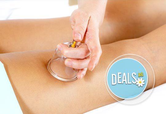 Подарете си антицелулитен масаж на 4 зони, вендузи и фолио със загряващ антицелулитен крем в студио Долче Вита - Снимка 1