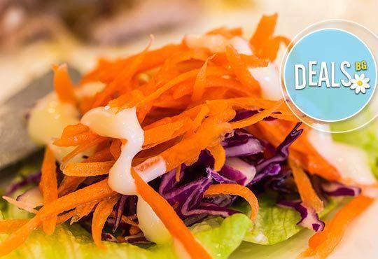 Вкусно от Кулинарна къща Ники! Четири броя Пивоварски шницел по чешки, трицветна салата и доставка - Снимка 2