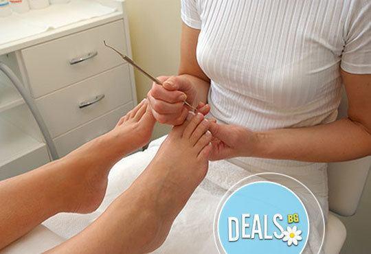 За здравето и красотата на Вашите ръце и крака! Медицински педикюр и класически маникюр само в салон Румяна Дермал! - Снимка 3