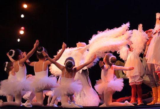 Гледайте Поли Генова във вълшебния мюзикъл Грозното пате в Независим театър, на 01.11. от 11.00ч.! - Снимка 4