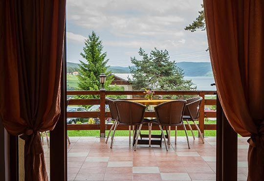 Почивка на брега на язовир Батак! Атрактивни цени за 2 или 3 нощувки в двойна стая или студио с джакузи, Хотел Лидия 3* - Снимка 4