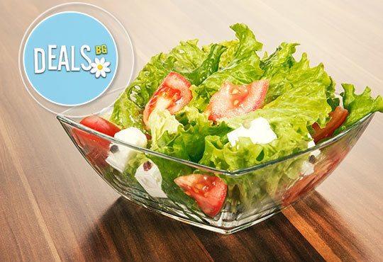 Вкусно кулинарно предложение за салата и основно ястие по избор от цялото меню в Ресторант Смак - Снимка 1